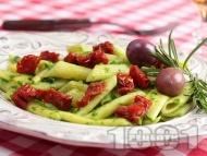 Италианска паста пене с босилеково песто и мариновани сушени домати